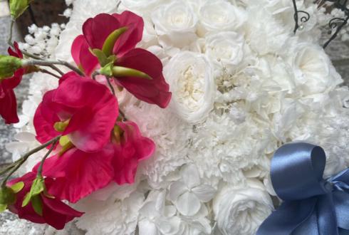 久下恭平様の舞台「山田家は引っ越さない」出演祝い花 トランクケースアレンジ @中野 ザ・ポケット