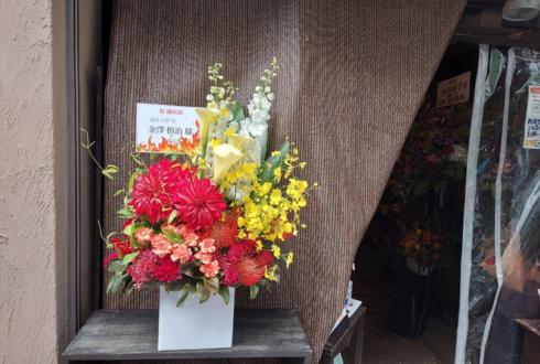 【 #ヲモヒヲカタチニプラス 】金澤慎治様のイブステ出演祝い花 @シアターGロッソ 【花屋店頭展示】